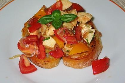 Tomatensalat auf geröstetem Ciabatta