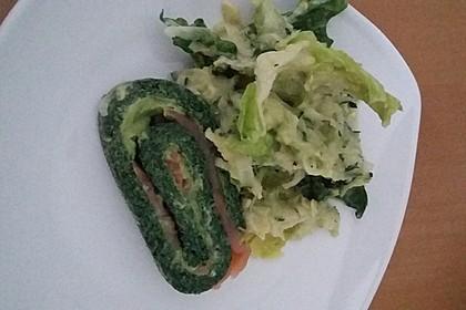 Lachs-Spinat-Rolle mit Cashew-Avocado-Salat 3