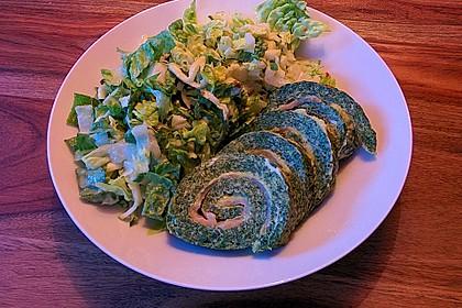 Lachs-Spinat-Rolle mit Cashew-Avocado-Salat