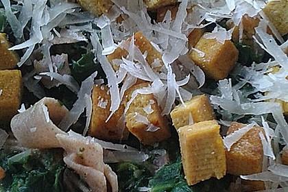 Bandnudeln mit Tofu und Spinat
