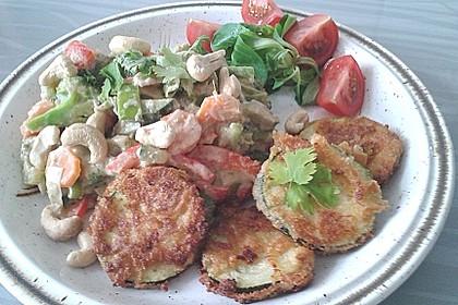 Panierte Zucchini und Gemüse-Kokos-Erdnuss-Pfanne 1