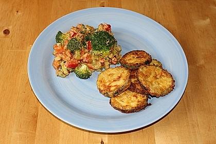 Panierte Zucchini und Gemüse-Kokos-Erdnuss-Pfanne