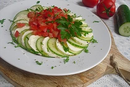 Gurken-Mozzarella-Carpaccio mit Tomaten-Petersilie-Tatar (Bild)