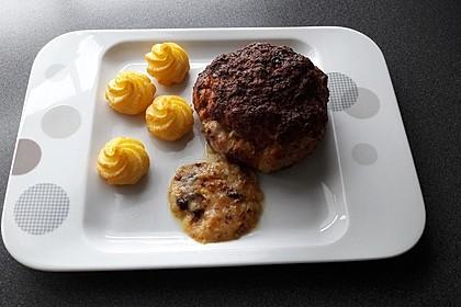 Camembert in Hackfleisch 10