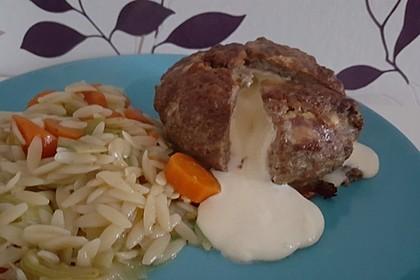 Camembert in Hackfleisch 39