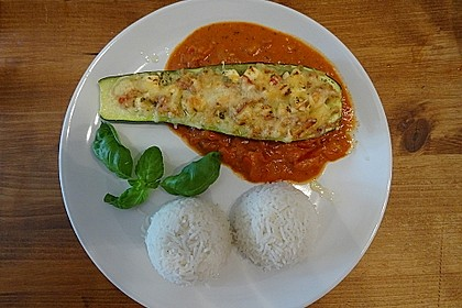 Gefüllte Zucchini mit Tomaten und Feta (Bild)