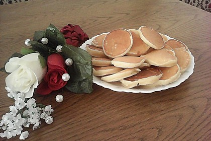 Dicke Pfannkuchentaler mit Grießbrei (Bild)