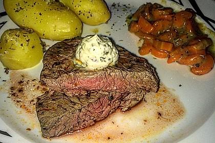 Rindersteak mit Kräuterbutter, Pellkartoffeln und Karottengemüse 1