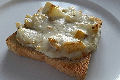 Gorgonzola-Toast mit Williams Birne (Bild)