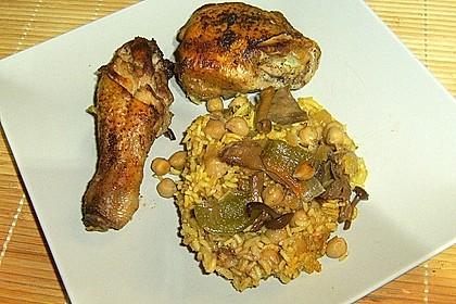 Hähnchenschenkel auf Reis, mit Pilzen und Kichererbsen