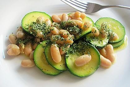 Zucchinisalat mit Bohnen