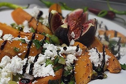 Salat mit Süßkartoffeln, Feigen und Ziegenkäse