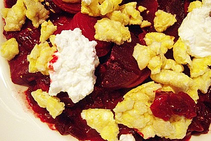 Angedickte Rote Bete mit Maiswaffel