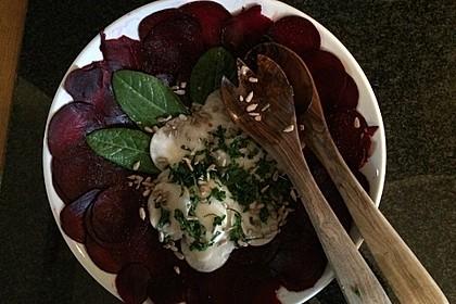 Schwarzer Rettich Salat auf Rote Bete Carpaccio
