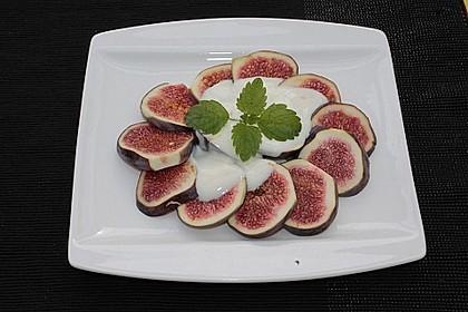 Feigen mit Joghurt-Honigsauce