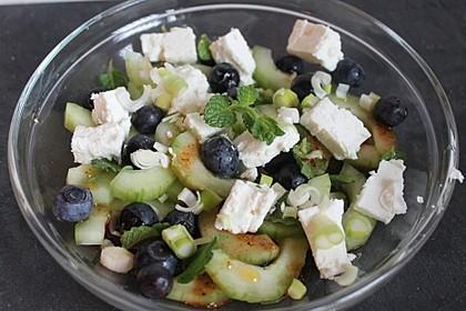 Gurkensalat mit Blaubeeren und Feta 2