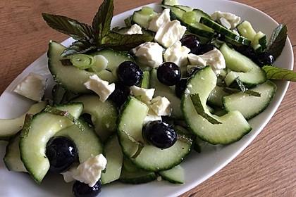 Gurkensalat mit Blaubeeren und Feta 1
