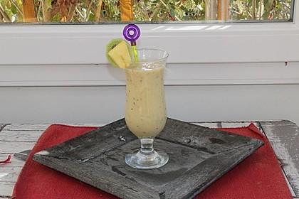 Smoothie mit Kiwi, Ananas, Banane und Pampelmuse 1