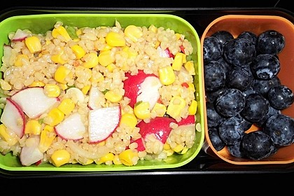 Bulgursalat mit Gurke, Mais und Blaubeeren 1