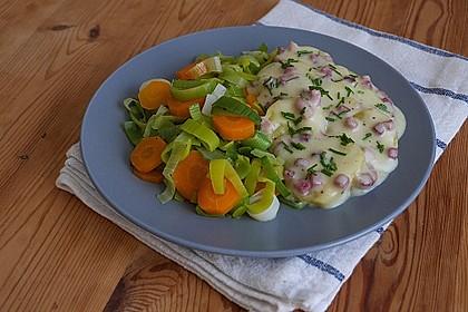 Würzige Béchamelkartoffeln mit Lauch-Möhren-Gemüse