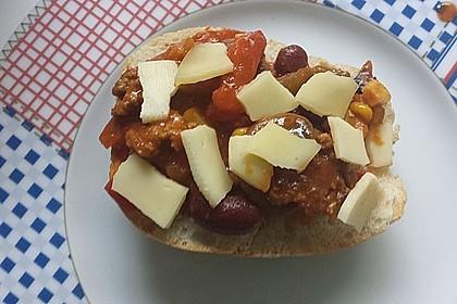 Chili-Con-Carne-Brötchen mit Käse