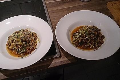Zoodles mit Tomaten-Hackfleisch-Sauce 12