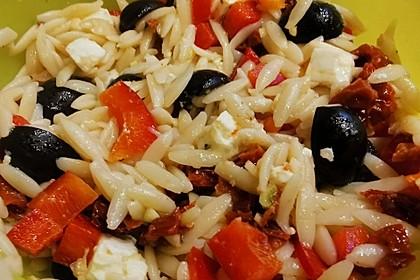 Antipasti-Salat mit Kritharaki-Nudeln (Bild)