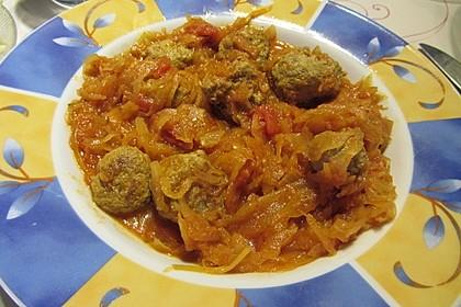 Mettbällchen in Bolognesesoße mit Sauerkraut 2