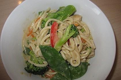 Asiapfanne mit Eiernudeln und Gemüse 6