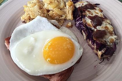 Gebackene Rotkohlspalten mit Frühstücksspeck, Maronen und Thymian