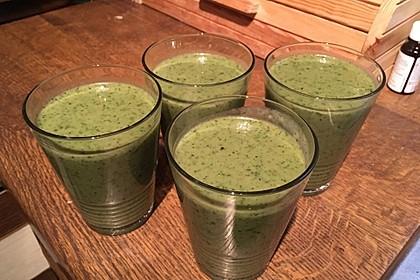 Grüner Smoothie mit Spinat, Avocado und Banane 2