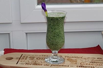 Grüner Smoothie mit Spinat, Avocado und Banane 3