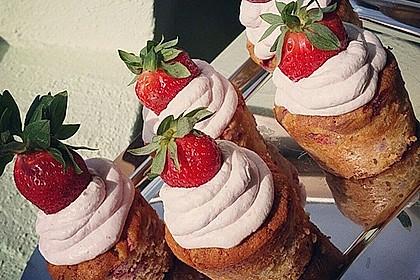 Erdbeercupcakes mit weißer Schokolade