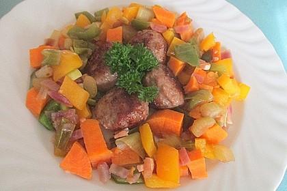 Süßkartoffel-Paprika-Ragout mit Hackbällchen