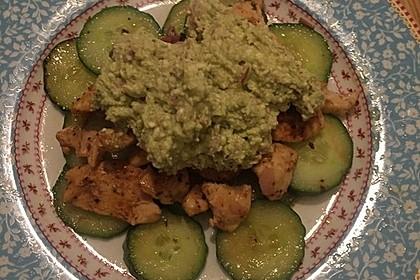 Gebratene Gurke mit Hähnchen und Avocadocreme 13
