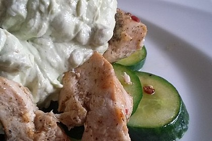 Gebratene Gurke mit Hähnchen und Avocadocreme 3