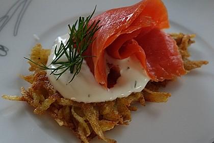 Lachs auf Kartoffelrösti mit Limettencreme