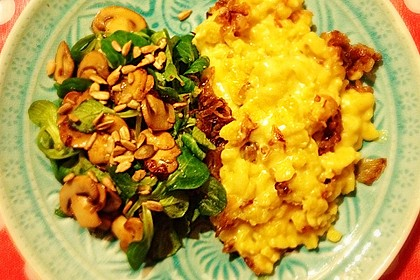 Vegane Käsespätzle mit Feldsalat