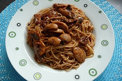 Spaghetti mit Pilz-Tomaten-Sauce 1