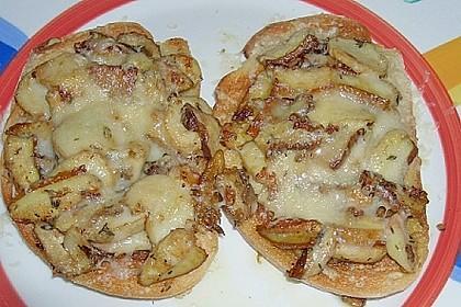 Steinpilze auf Toast (Bild)