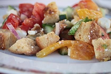 Brotsalat mit Gurke und Paprika 4