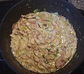 Nudeln mit Hähnchen-Schinken-Soße (Bild)