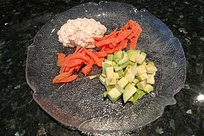 Avocado mit Räucherlachs (Bild)