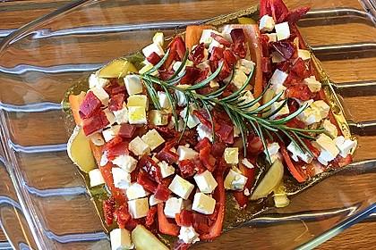 Spitzpaprika aus dem Rohr mit Chorizo und Schafskäse