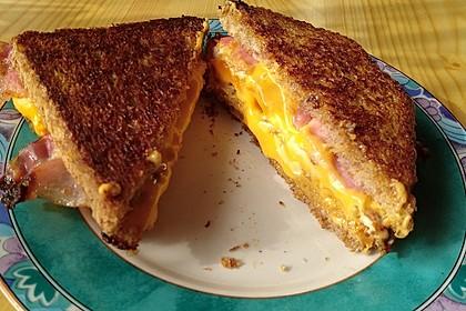Grilled Cheese Sandwich mit Bacon und Spiegelei 1