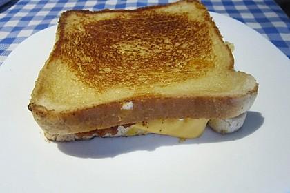 Grilled Cheese Sandwich mit Bacon und Spiegelei 10