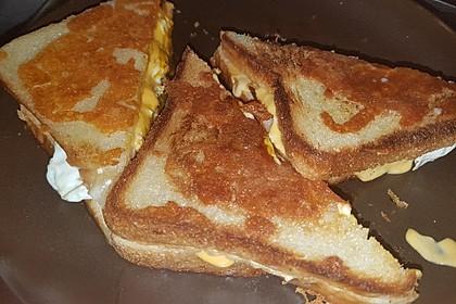 Grilled Cheese Sandwich mit Bacon und Spiegelei 17
