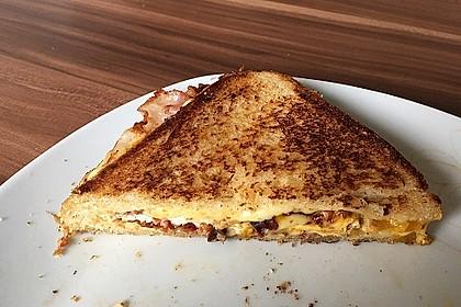 Grilled Cheese Sandwich mit Bacon und Spiegelei 11