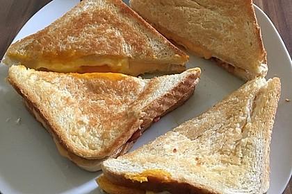 Grilled Cheese Sandwich mit Bacon und Spiegelei 9