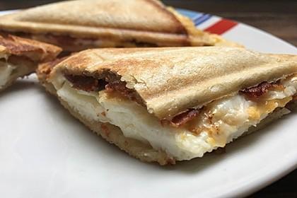 Grilled Cheese Sandwich mit Bacon und Spiegelei 3